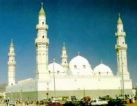 Quba Mosque in Medina, Saudi Arabia (Source: Wikimedia Commons)